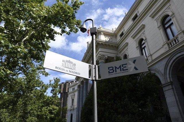Economía/Bolsa.- El Ibex cae un 0,53% lastrado por la banca y se aleja de los 9.400 puntos
