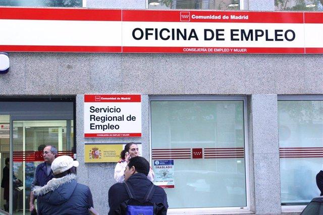Economía/Laboral.- El paro de muy larga duración bajó un 20% en 2018 y los despidos se redujeron un 5,9%, según el INE