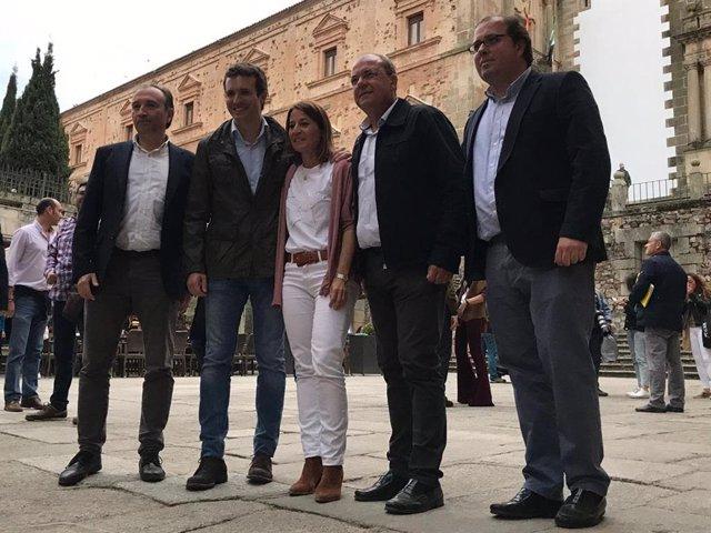 La alcaldesa de Cáceres respeta la candidatura de su hermana por Vox y dice que