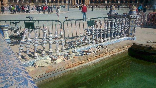 """Sevilla.- Reclaman la """"reparación inmediata"""" de la balaustrada """"destrozada"""" en l"""
