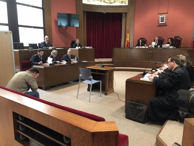Empieza el juicio contra el exprofesor de Maristas sin alcanzar un pacto de conf