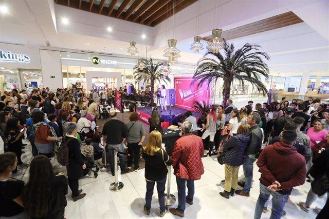 Sevilla.- Cerca de 400 personas acuden al casting de 'La Voz' del centro comerci