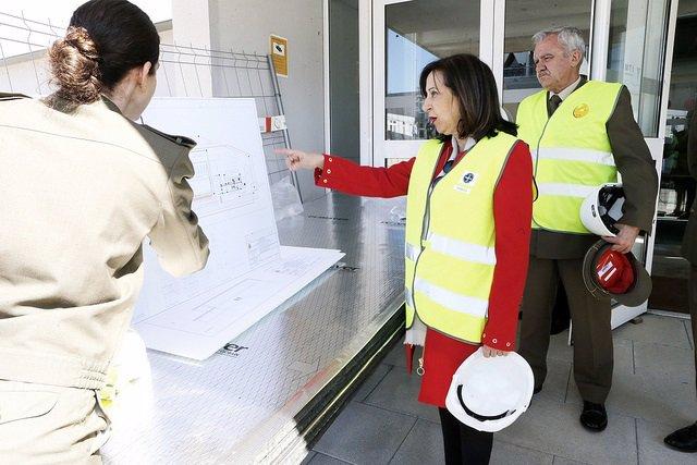 Robles visita el Centro de Seguridad Galileo, trasladado a España desde Reino Un