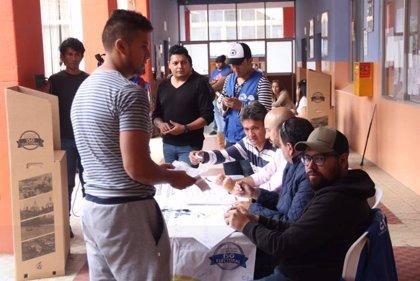 Publican los primeros resultados de las elecciones locales en Ecuador con un 90% de votos escrutados