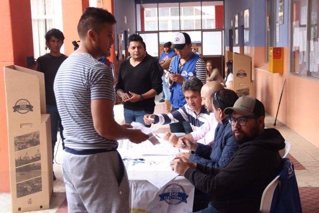 Publican los primeros escrutinios de las elecciones locales en Ecuador