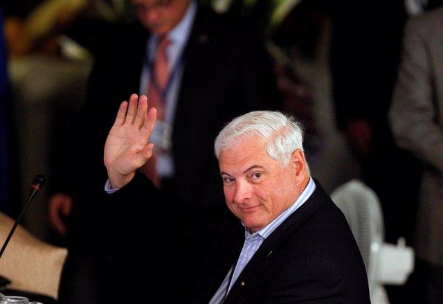 FILE PHOTO - Panamanian President Ricardo Martinelli waves during an anti-drugs