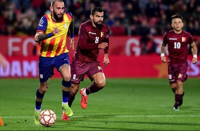 La selección de fútbol de Venezuela jugó contra Cataluña con camisetas falsas