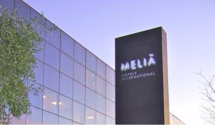 Economía.- BBVA y Santander formalizan con Meliá dos líneas de crédito sostenible por un total de 125 millones