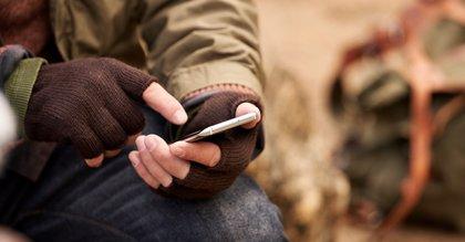 El alto uso del teléfono móvil puede causar efectos negativos como ansiedad y dolencias