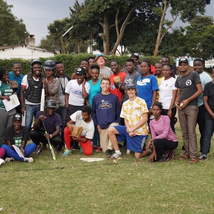 'Angels at Bat', la organización benéfica que lleva el béisbol a África