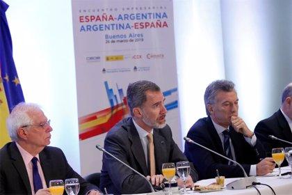 """El Rey subraya el """"compromiso firme"""" de las empresas españolas con Argentina y apoya el """"esfuerzo"""" que realiza el país"""