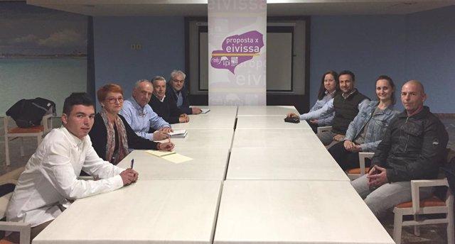 El candidato de PxE en Sant Antoni se reúne con la junta de personal del Ayuntam