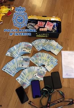 Sucesos.- Dos detenidos en Sevilla y Málaga acusados de falsificar títulos de es