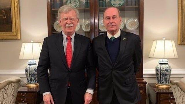 """Bolton afirma que """"los días de Maduro están contados"""" tras reunirse con el minis"""