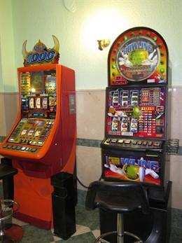 Máquinas Tragaperras En Un Salón De Juegos.