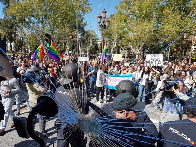 Autobús de HazteOir atacado en Sevilla