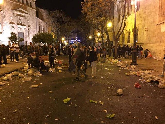 """Els fallers denuncien la falta de Policia i urinaris, """"errades"""" en el servici de"""