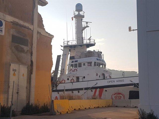 El barco Open Arms atracado en Barcelona