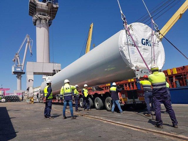 Sevilla.-Puertos.-GRI Towers arranca operativa para distribuir 24 torres eólicas