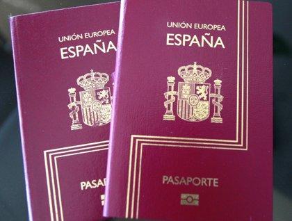 Los venezolanos podrán tramitar autorizaciones y permisos de estancia en España con el pasaporte caducado