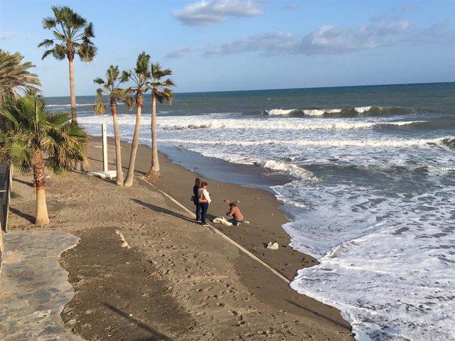 Málaga.- El temporal derriba el montaje de las playas que había habilitado el Ay