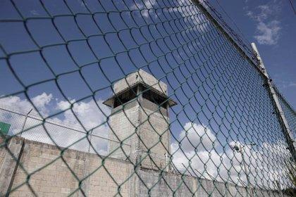Al menos 30 heridos en un enfrentamiento entre policías y presos en una cárcel en el norte de México