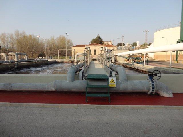 Imagen de una planta de tratamiento de aguas residuales
