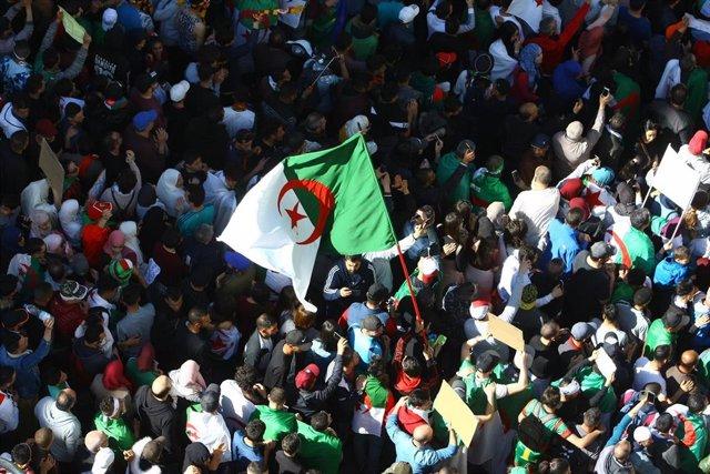 Algerians mass protest despite Bouteflika vow not to run