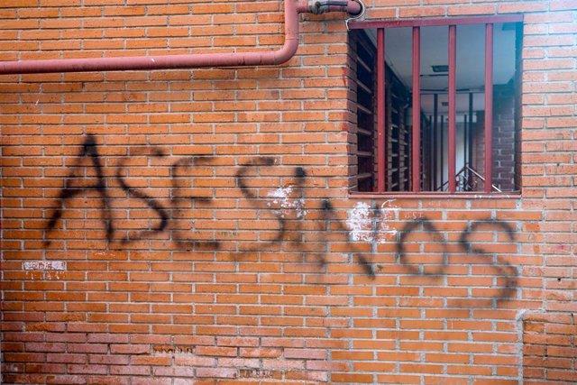 Concentración de vecinos en Vallecas (Madrid) tras el asesinato a puñaladas de u