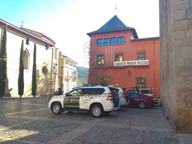 El registro en el Ayuntamiento de La Seu (Lleida) responde a una querella contra