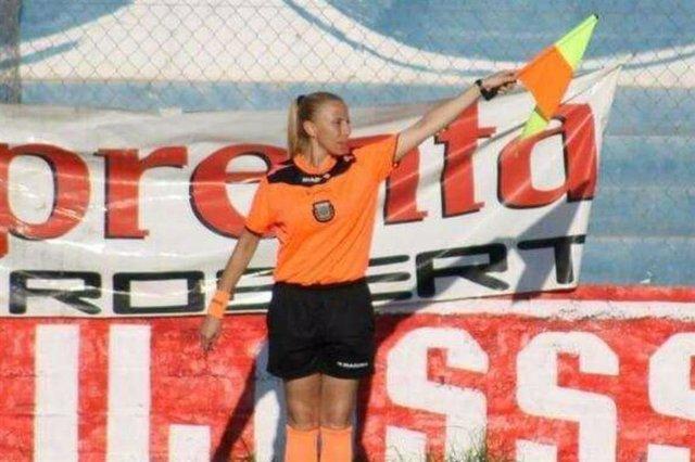 Rocían con agua hierviendo a una jueza de línea en un partido de fútbol en Argen