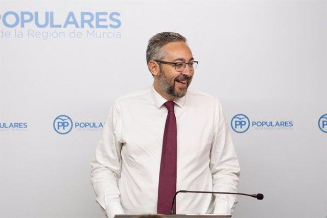 El portavoz del Grupo Parlamentario Popular, Víctor Martínez