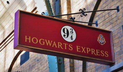 Una mujer británica obtiene el récord Guinness por su colección de casi 4000 recuerdos de Harry Potter
