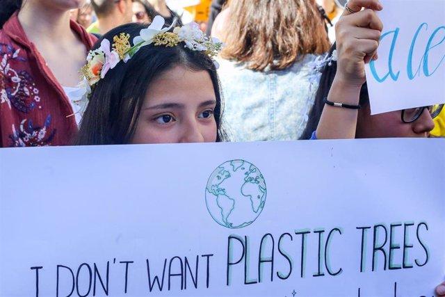 Celebración en Madrid de la huelga estudiantil internacional contra el cambio cl