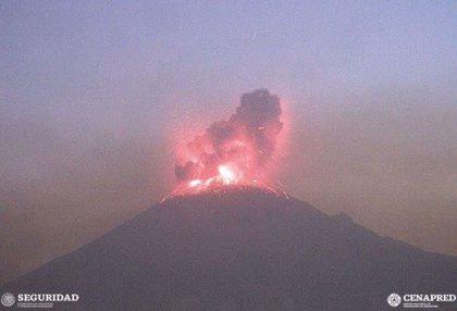 México eleva de dos a otros el nivel de alerta por la nueva erupción del volcán Popocatépetl