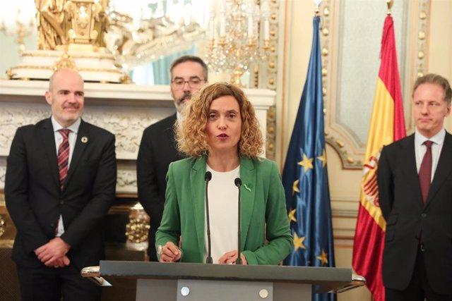 Batet diz que'l complementu salarial por idiomes cumple cola carta europea de ll