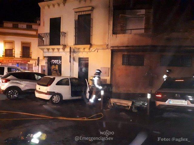 Sevilla.- Sucesos.- Afectadas tres personas por inhalación de humo tras el incen