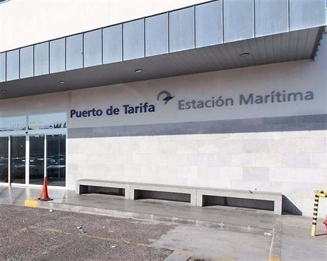 El temporal de viento mantiene cerrado el puerto de Tarifa