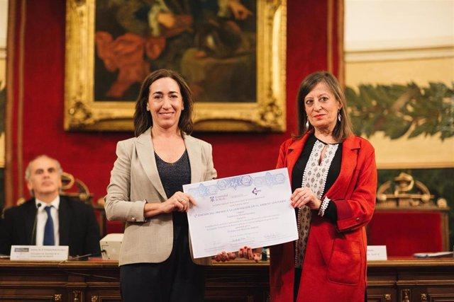El Servicio de Farmacia del CHN recibe de la Universidad de Alcalá el  premio a