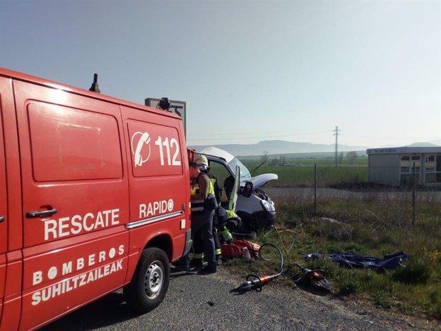 Sucesos.- Tres heridos en una colisión entre dos camiones en la N-121, en Tiebas