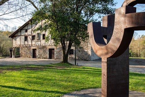 El museo Chillida Leku de Hernani (Gipuzkoa), que se reabre el 17 de abril, acti