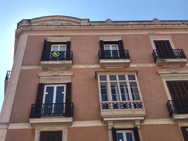 MÉS per Mallorca sustituye el lazo amarillo del Parlament por el 'sinsajo' de 'L