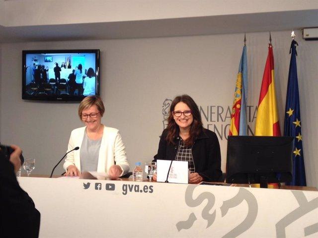 Maria José Salvador y Mónica Oltra en la rueda de prensa posterior al pleno.