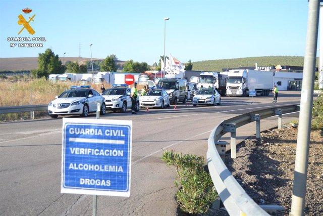 Córdoba.- La Guardia Civil intercepta en la A-4 a un camionero que sextuplicaba