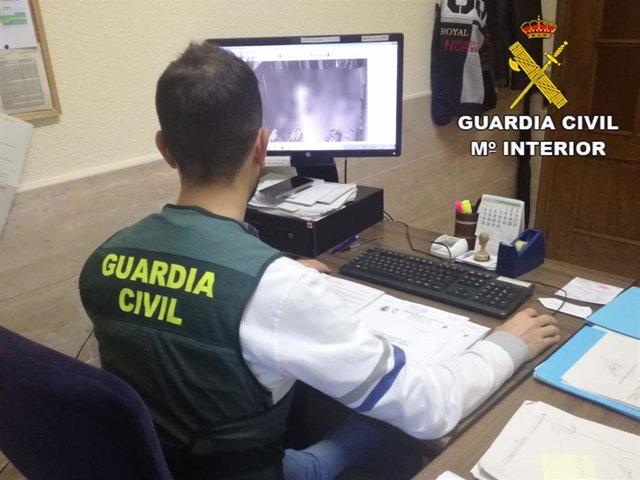 Sevilla.- Sucesos.- Detenidos dos jóvenes por la presunta comisión de varios rob