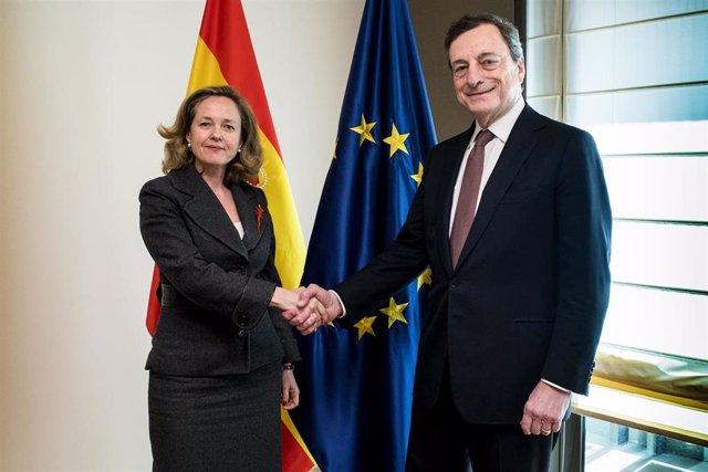 El presidente del BCE, Mario Draghi, y la ministra de Economía y Empresa, Nadia