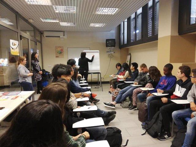 Alumnos del IES Ses Estacions participan en el taller 'Sabem qu mengem?' sobre