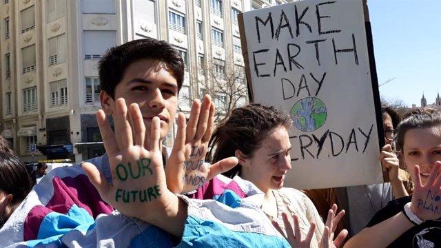 Unos 100 jóvenes de Fridays for future vuelven al Congreso con una nueva sentada