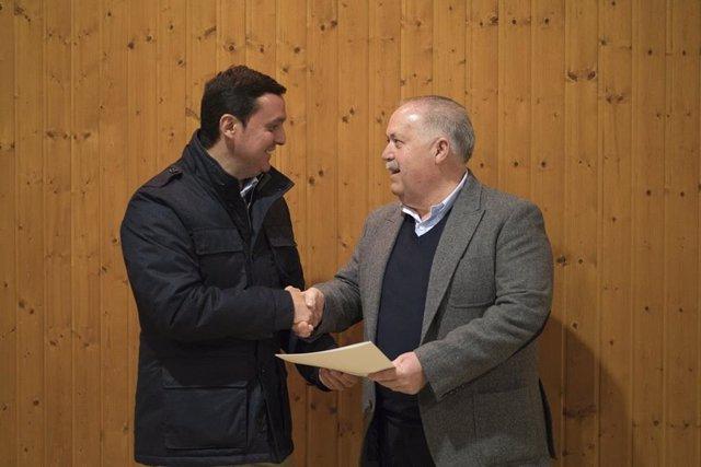 Javier A. García, presidente Diputación, y Francisco Martínez, alcalde de María.