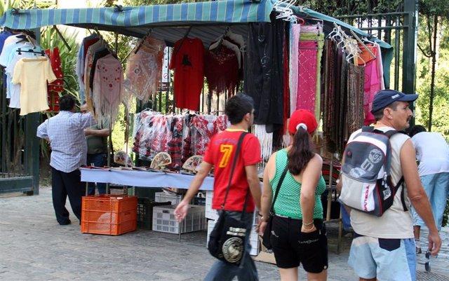 Sevilla.-El pleno rechaza crear una ordenanza sobre la publicidad en zonas turís